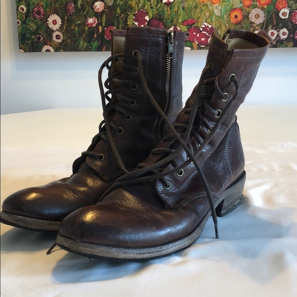 A pair of Frye Carson lace up boots size 9.
